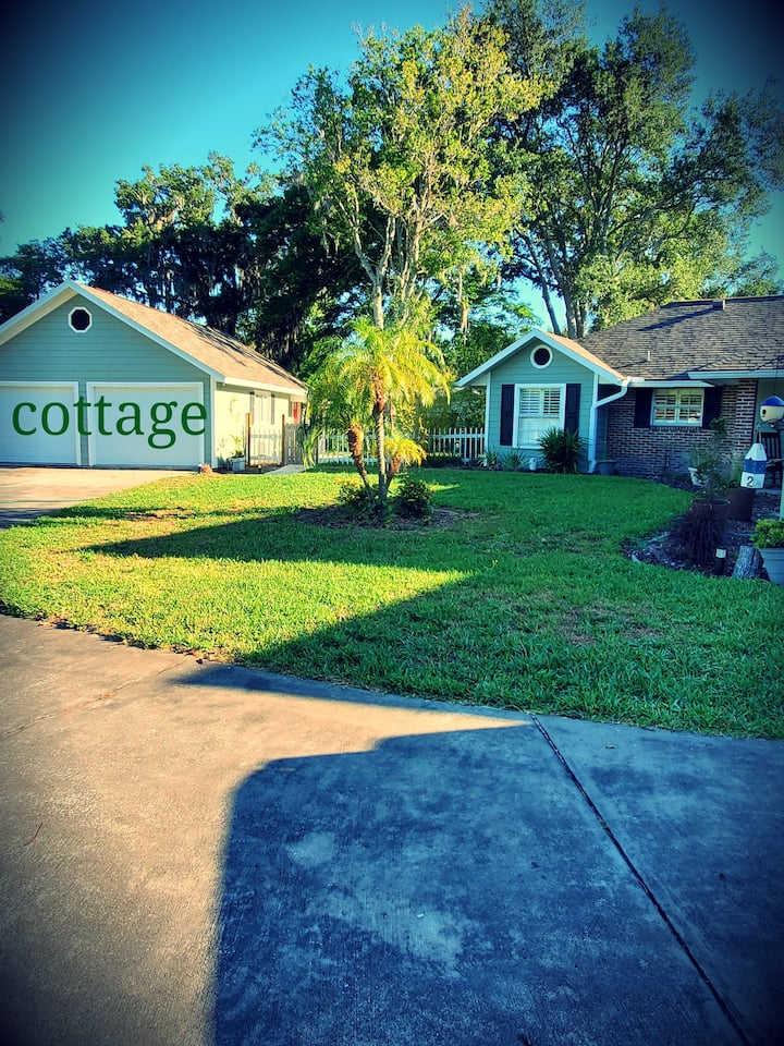 Green Acres Cottage. Pets welcome no extra charge!