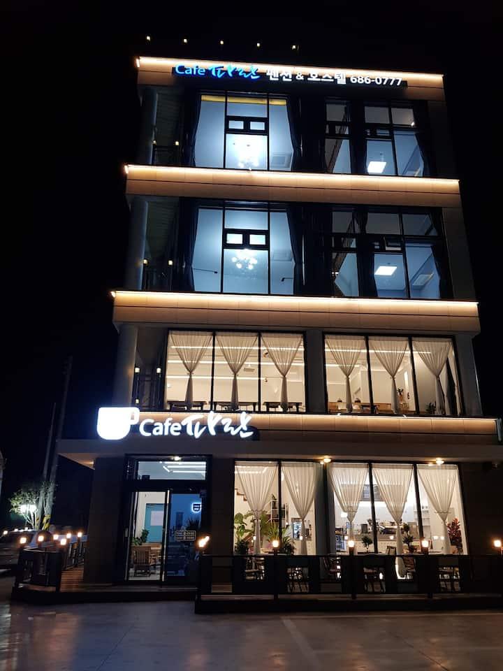 파란 카페앤호스텔 4층