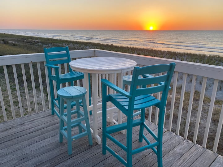 Spectacular OCEAN FRONT end unit condo with POOL!