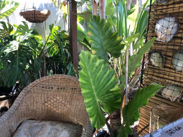 Excellent location near La Jolla Polynesian style