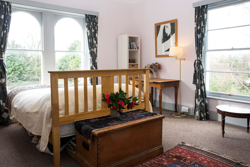 Large, sunny bedroom overlooking the garden with en suite bathroom