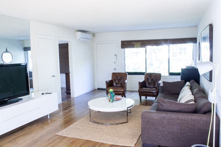 Beautiful 90210 Apartment, sleeping 6 - Beverly Hills - Apartment