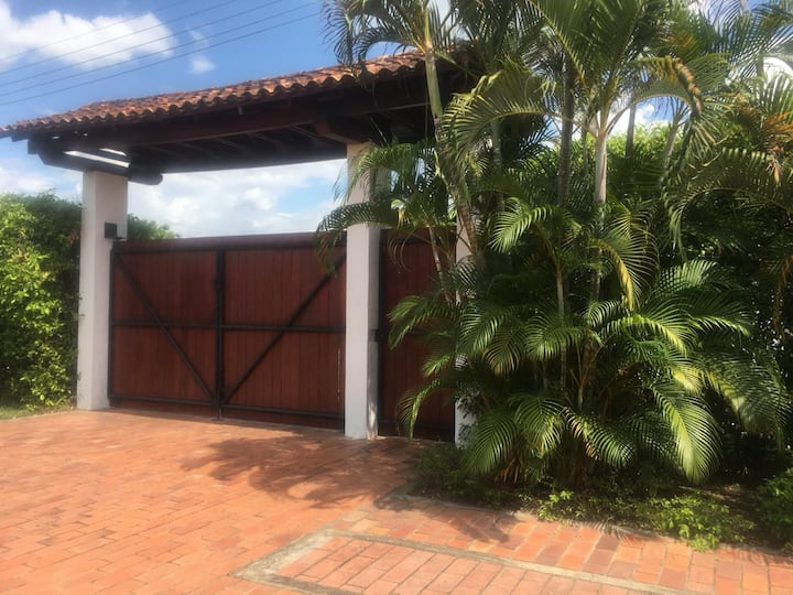 Casa campestre con Piscina en Verdesol para 14