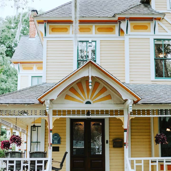 Chestnut Suite - The Laurel Oak Inn