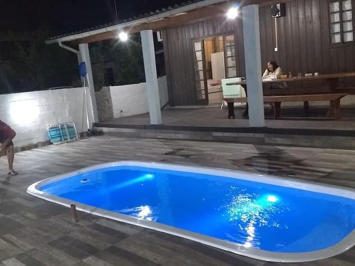 Casa na Fazenda da Armação com piscina