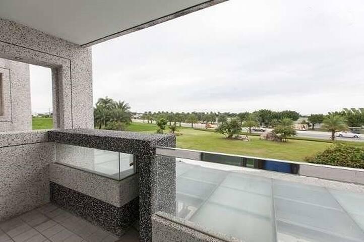 景觀四人房兩大床有獨立陽台看海看日出1分鐘 - Ji'an Township - Haus