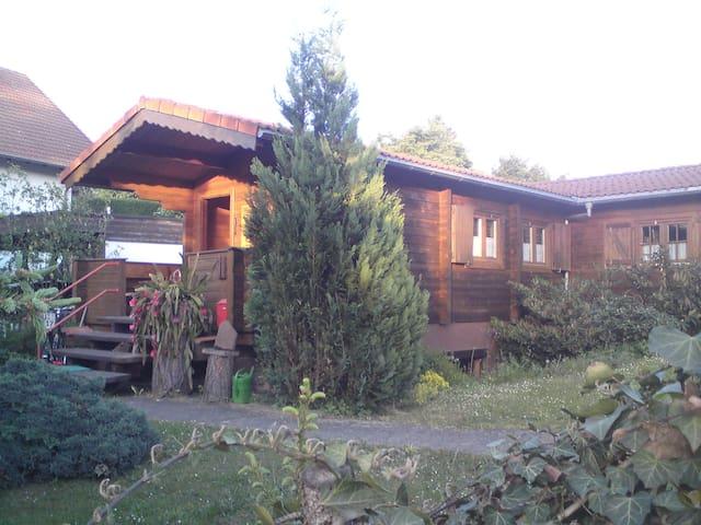 Nette Blockhütte am Stadtrand - Steinau an der Straße - Huis