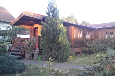 Nette Blockhütte am Stadtrand - Steinau an der Straße - Casa