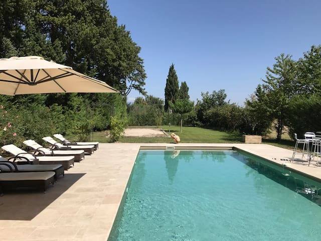 Luxury: Renovated Orangerie with Pool between vinyards in Provence
