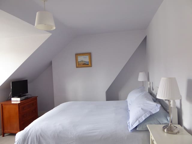 Cosy double room, own  bathroom and breakfast.