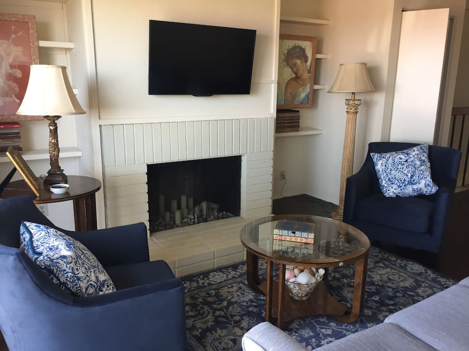 Living Room has pull out couch, tv with streaming and cable