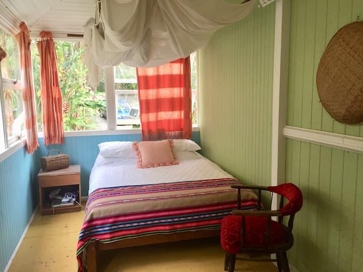 Peaceful Room in Mullumbimby Creek, Byron Shire