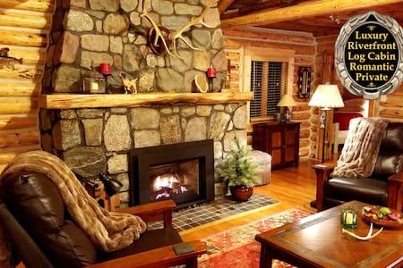 The Gold Fox Lodge (Luxury Riverfront Log Cabin)