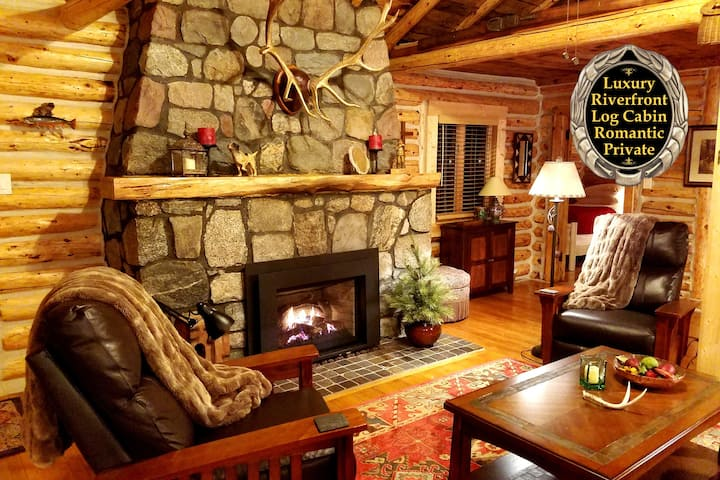 The Gold Fox Lodge (Luxury Riverfront Log Cabin)