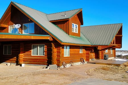 Horsehead Mountain Lodge, Stunning Log Cabin with amazing views of the mountain!