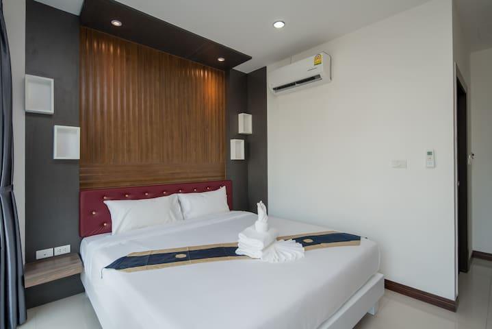 δ A Relax in patong beach double bed  sleep 2 δ