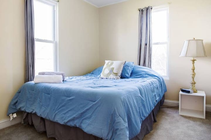 1st Floor Private Bedroom/Bath in a Great Location - Columbus