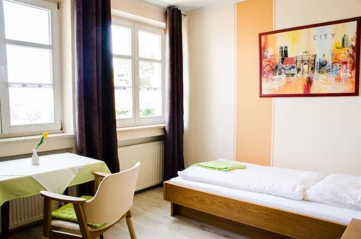 Wallfahrts-Gaststätte Heilbrünnl (Roding), Einzelzimmer (20 qm) mit tollem Panoramaausblick