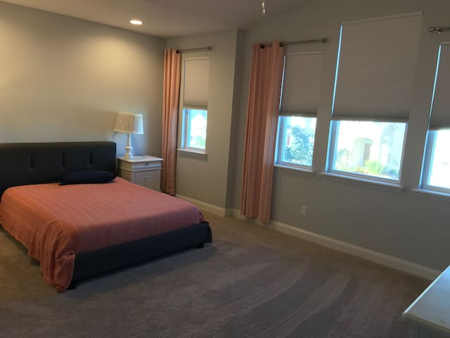 Clean and comfortable master suite in nice area!!
