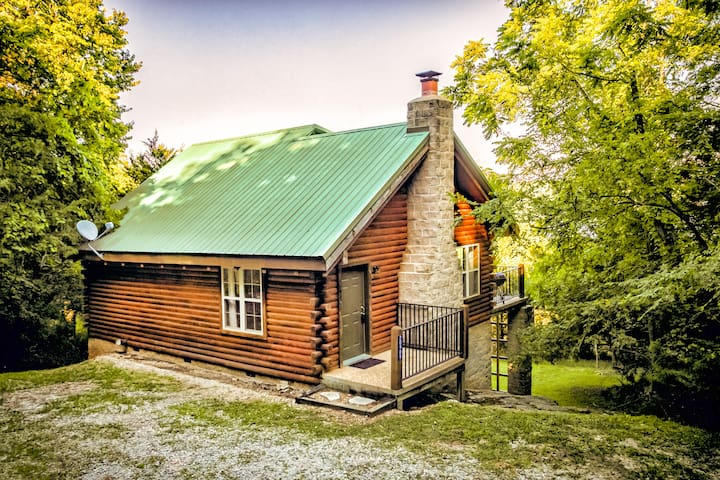 Secluded Lakeview Log Cabin  for 2
