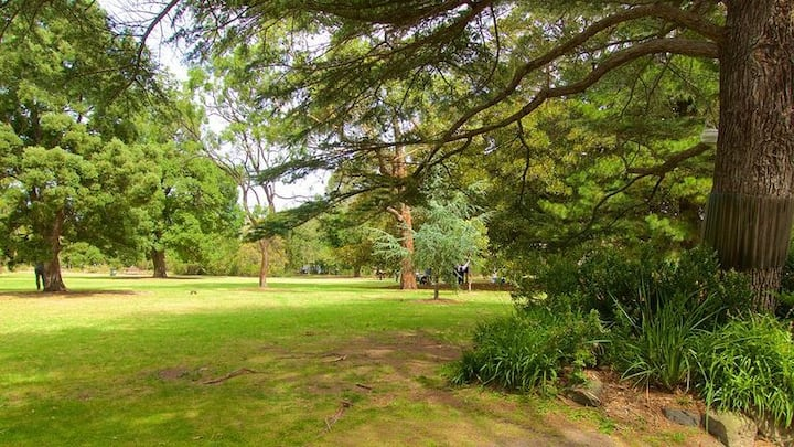 Botanical St Kilda Apartment with private garden