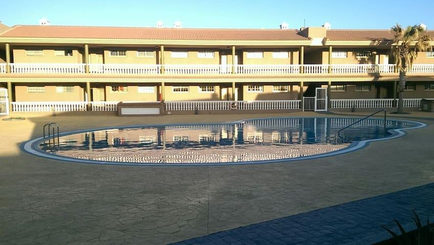Apto. de 1 hab. frente a la piscina - El Poris de Abona - Lägenhet