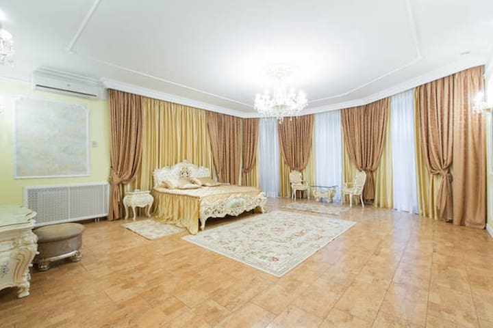 Villa on the ruble for a family or a business trip - Zhukovka