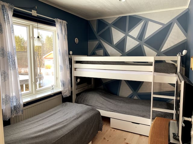 Bedroom 2 - 1 bunkbed & 1 single bed