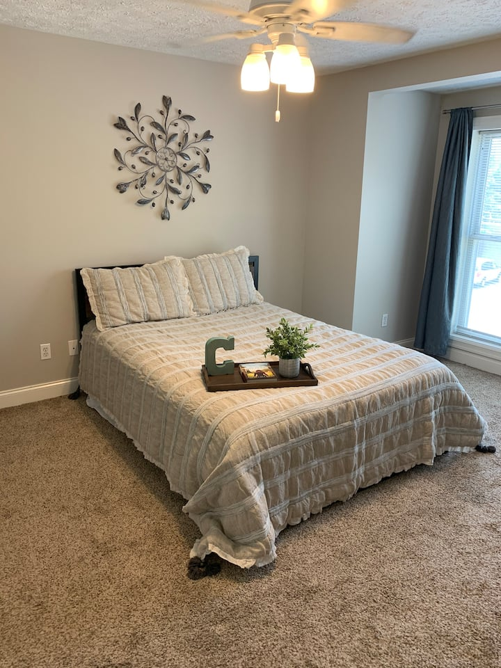 Cozy Bedroom! Perfect for traveling students!