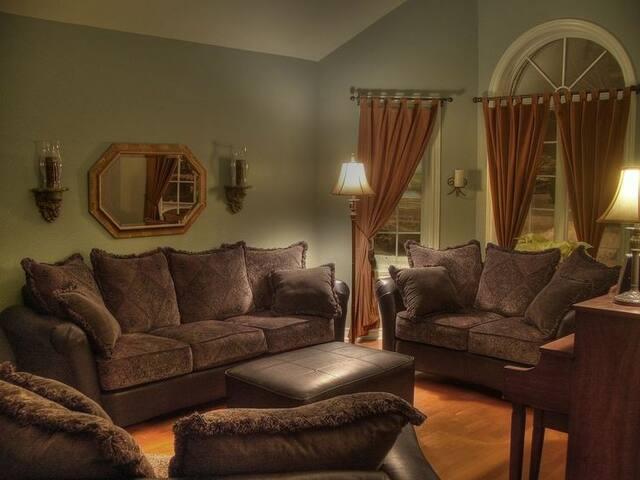 Cozy beautiful Cedar Rapids Home