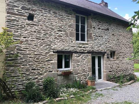 Le Moulin Hugo, pet friendly riverside cottage
