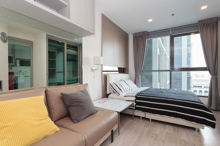 WOW!!! Just 1min walk to BTS OnNut - Bangkok - Apartamento