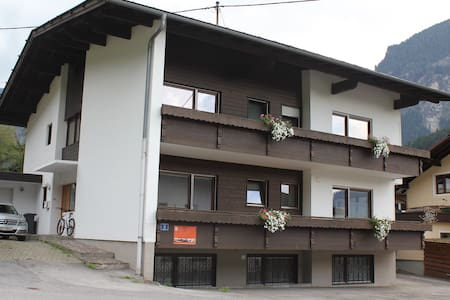 Komfort Apartment Tschirgant | Haus Alpengruss - Oetz