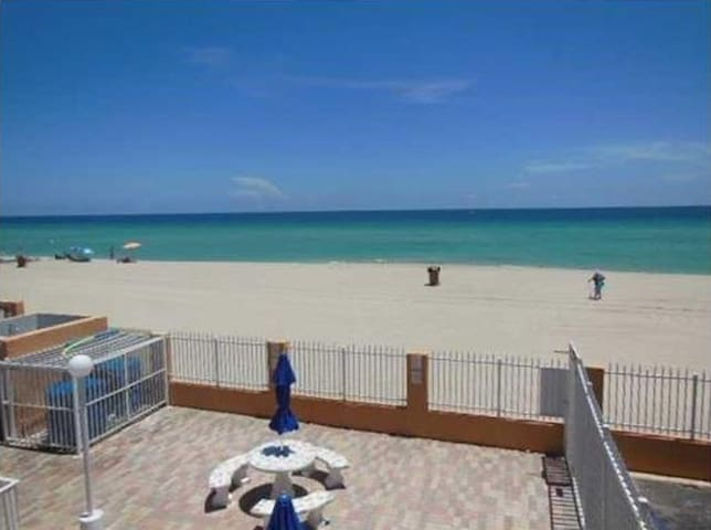 CUTE STUDIO IN FROM TO THE BEACH - Sunny Isles Beach