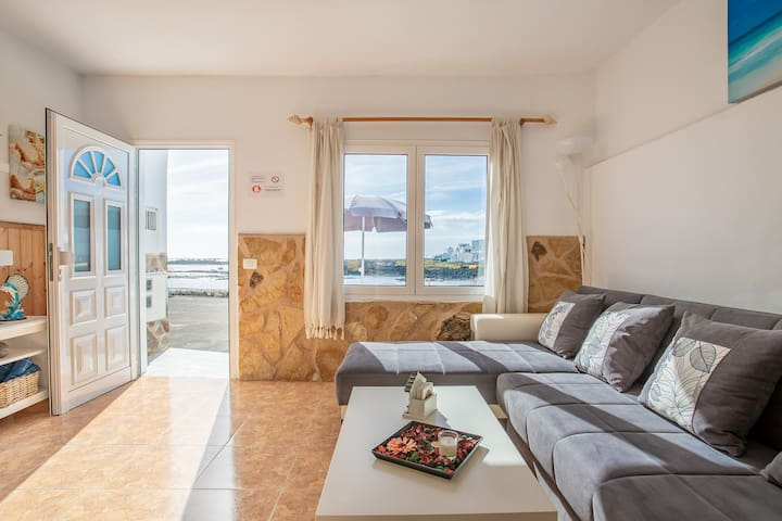 Charming Apartment Directly On Seaside Close to Caletón Blanco with Wi-Fi