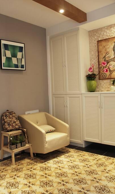 宽敞的门厅。您可以坐下来舒适的换鞋、换衣,整理清爽再出门。