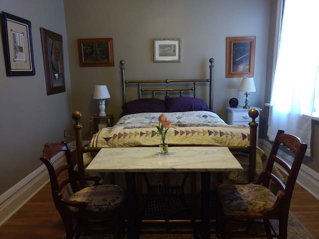 Artistic Olde Towne East Apartment