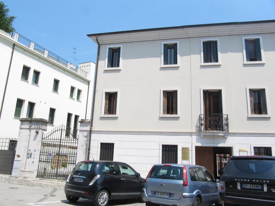 Elegante appartamento in centro con parcheggio for Appartamenti arredati in affitto a portogruaro