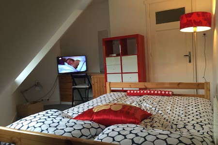 2 Pers. BEDROOM 5 min. From Leiden - Oegstgeest - Rumah