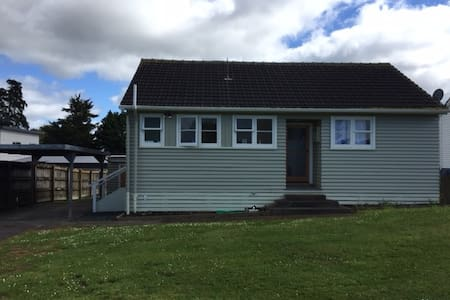 2 Bedroom House, Golf Course Views, Te Kauwhata - Haus