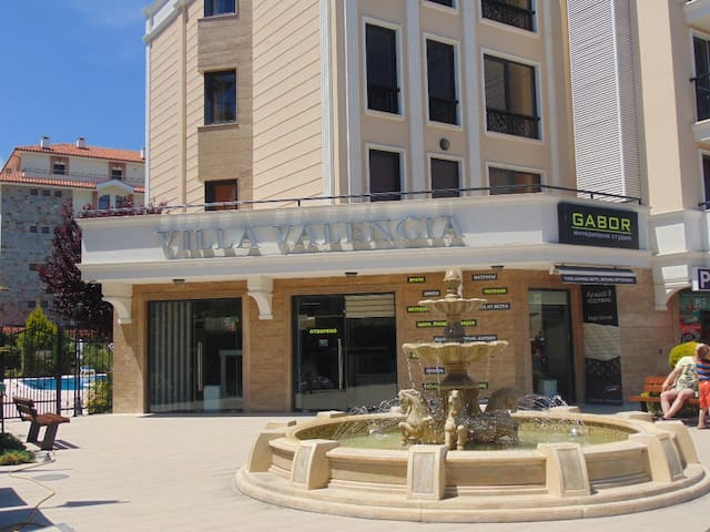 Квартира с1 спальней Вилла Валенсия. Удобный район