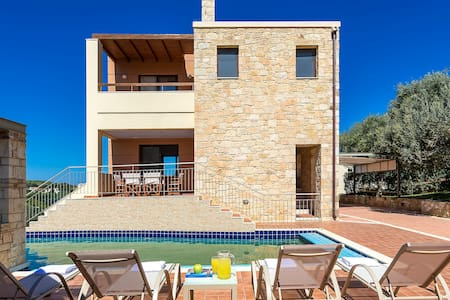 Margarita Villa with private pool, 7km from Chania - Chania