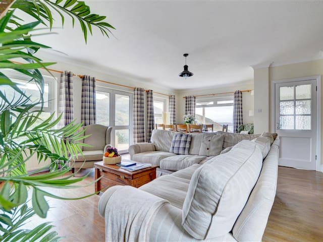 Beautiful holiday home Hillcrest with amazing sea views