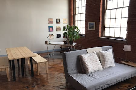 Creative Writer's Loft on the River Near Downtown - Detroit
