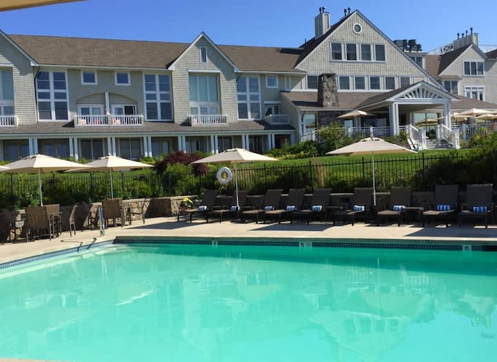 Outdoor Adventure! Four Comfy Units, Pool, Spa