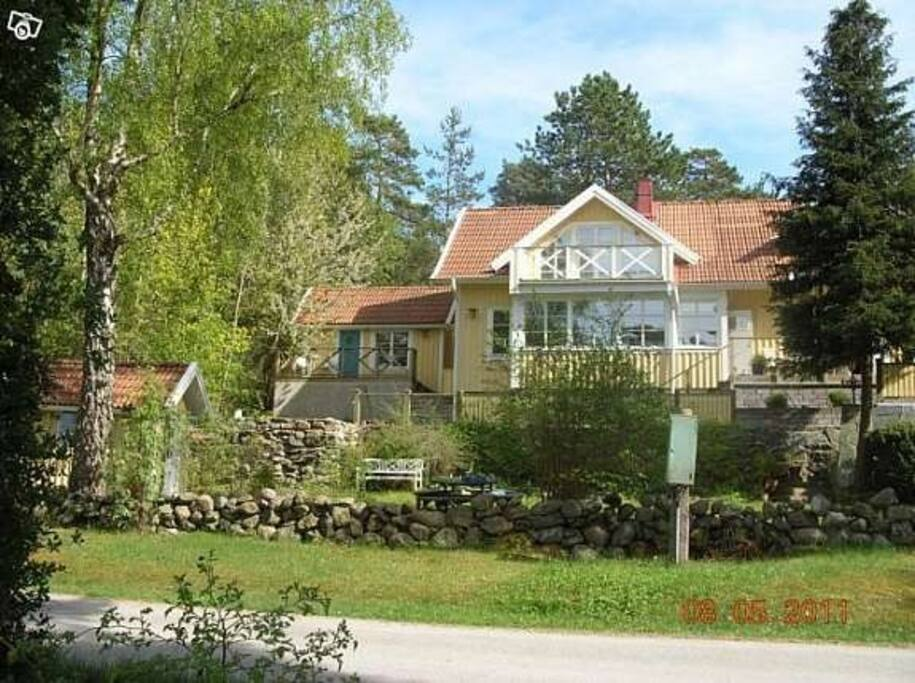 Huset sett från vägen