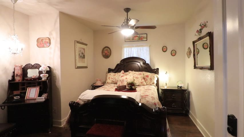 Bridget's Bed and Breakfast ~ Bella Rose Room