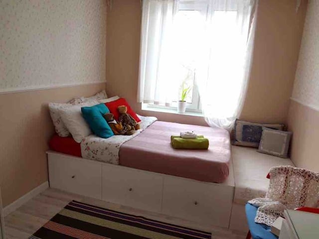 Room near Sportivnaya metro station (1 min)