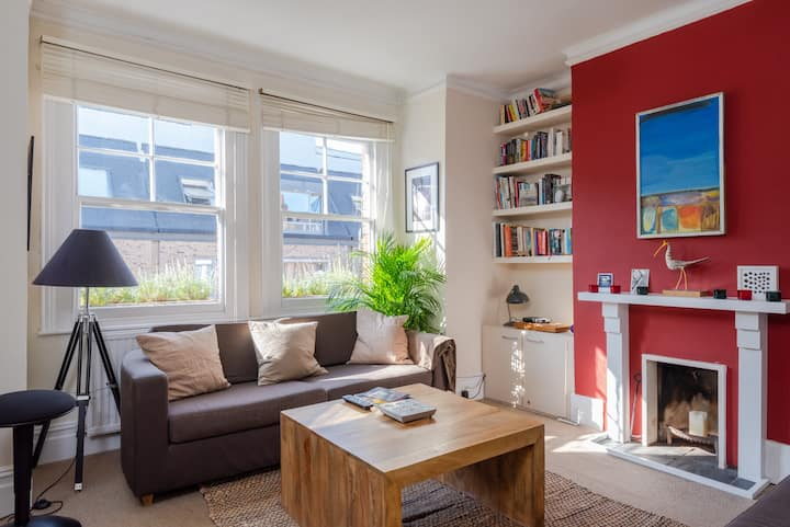 2 bed flat with a terrace and links into central