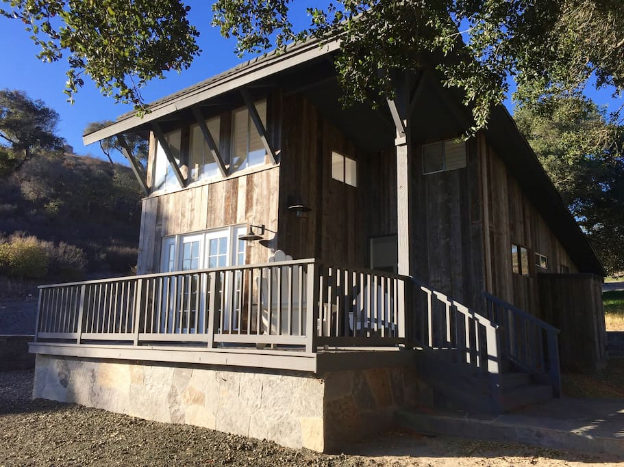 Beautiful two bedroom/one bathroom guesthouse with loft